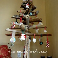 diy driftwood Christmas tree {with homemade ornaments}