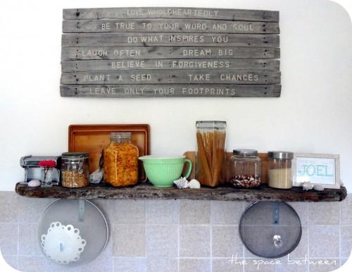 12Mar pallet art in kitchen