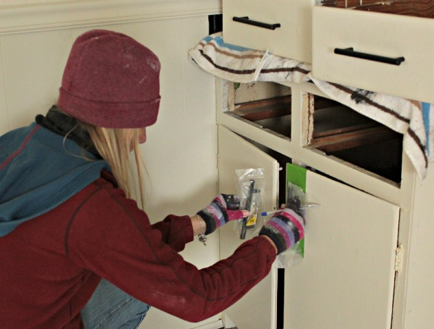 How to update cabinet hardware the easy way for Cabinet installation