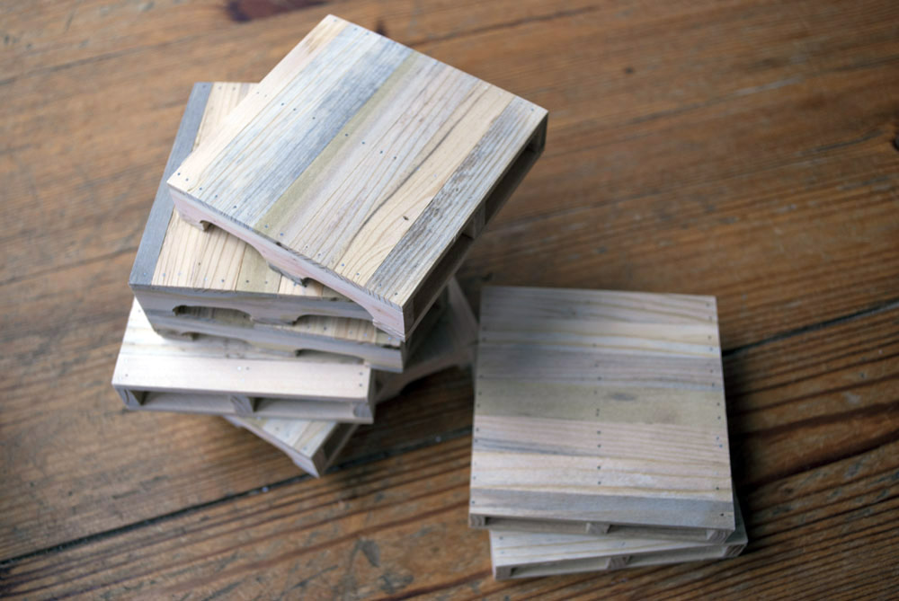 Upcycling Ideas - mini pallet coasters