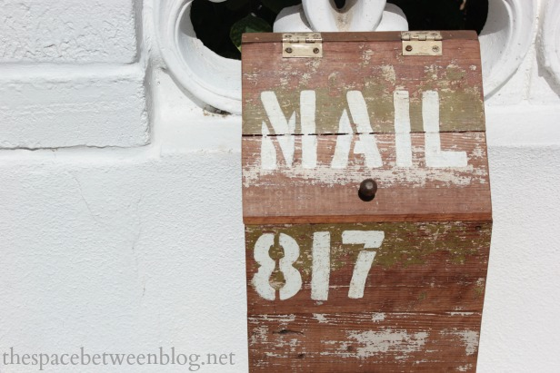 Diy wooden mailbox and why we needed a new mailbox asap diy wooden mailbox solutioingenieria Image collections