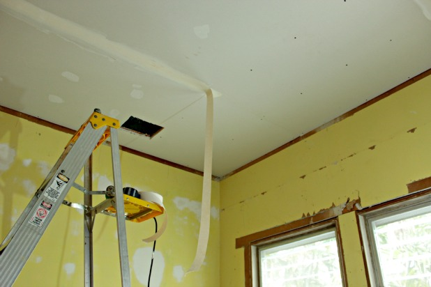 guest bedroom - finishing touches on the drywall