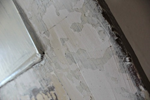 Spackle The Cracks To Paint And Get A Smooth Finish