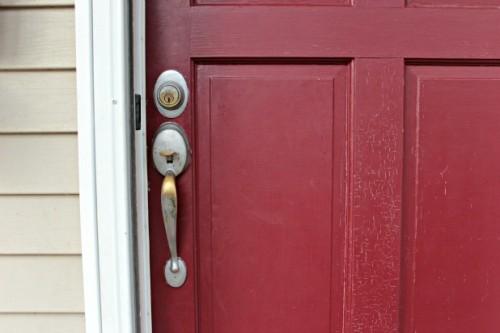 paint-the-front-door-before-closeup