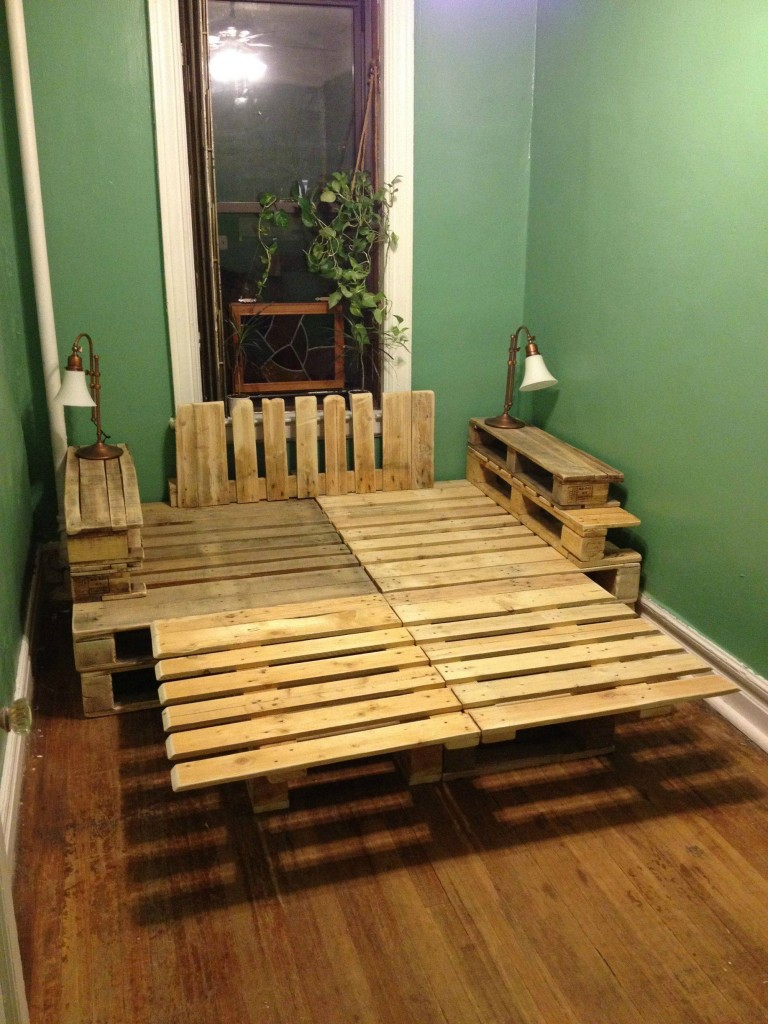 Upcycling Ideas - pallet platform bed