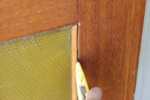 removing-quarter-round-with-utility-knife